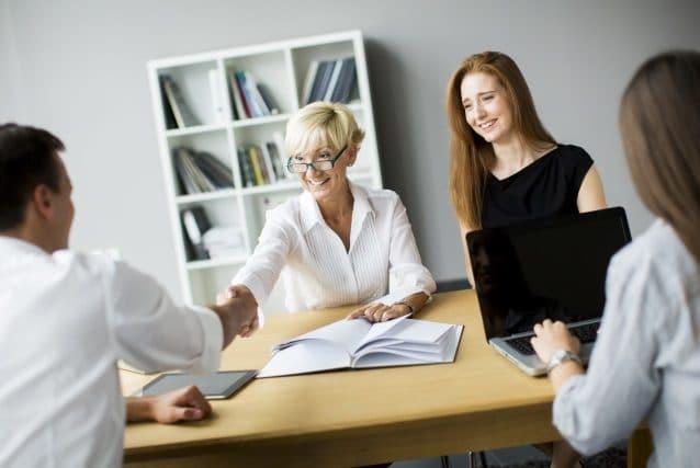 Mit diesen 5 Gesprächstaktiken sicher und treffend überzeugen