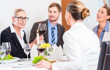 Geschäftsessen mit Stil: Die Top 10 der Tischregeln