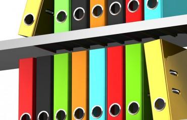 Vier einfache Ideen für mehr Ordnung im Regal