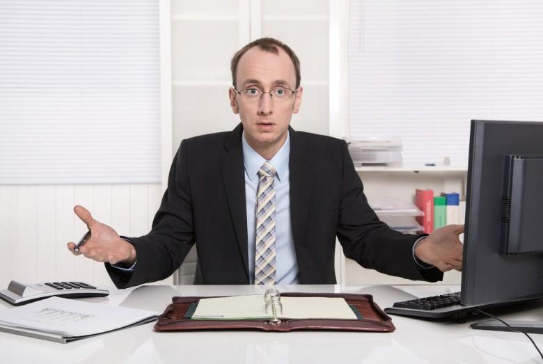 Chef, Büro, Unterlagen, Mann mit Brille