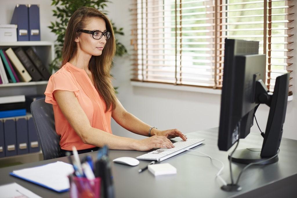 Ergonomische Büroarbeitsplätze für Frauen - sekretaria