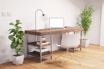 Home Office mit Laptop und Schreibtisch im Arbeitszimmer
