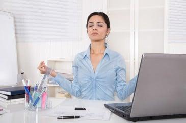 junge Frau, Büro, Yoga, Schreibtisch, Laptop, Schreibtisch