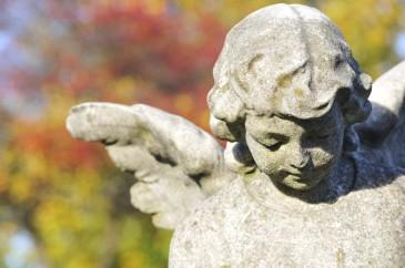 Engel auf einem Friedhof Kondolenz