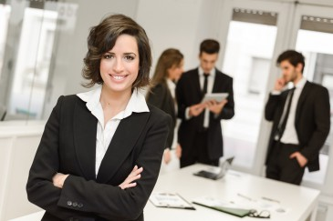 Frau macht Selbstmarketing
