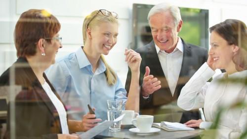 Kürze statt Komfort – Meetings im Stehen