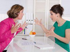 Streit oder Intrige unter Kolleginnen