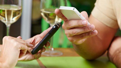 Höflichkeitsregeln: das Handy im Meeting