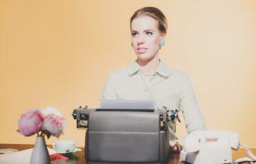 Vorzimmerdrache oder Tippse – Sekretärinnen-Klischee ade
