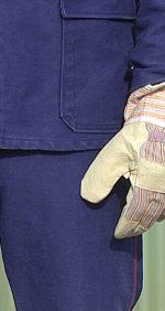 Arbeitskleidung und Arbeitshandschuh