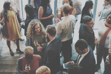 Business-Knigge: Benimm im Berufsalltag